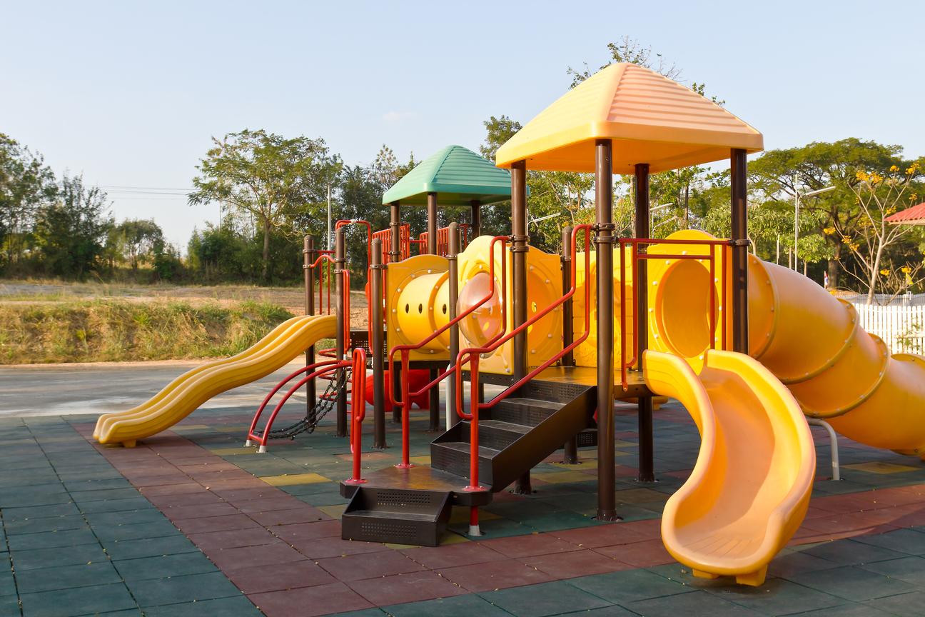 Будівництво дитячих майданчиків
